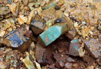 Amazonite with quartz in situ. Ch. Borland photo.