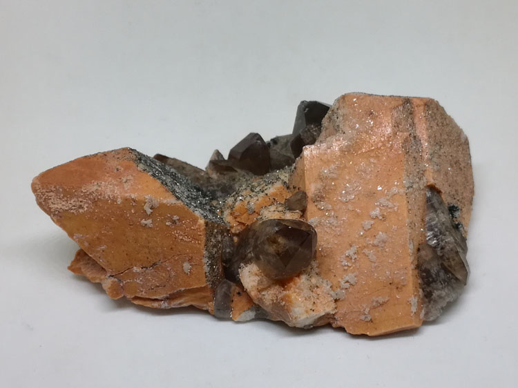 Red K-feldspar and smoky quartz, crystal gem stone mineral specimens  ore raw materials,Feldspar,Quartz